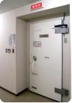 07 door of the shield room.JPG